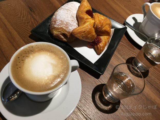 イタリアの朝食 カフェ