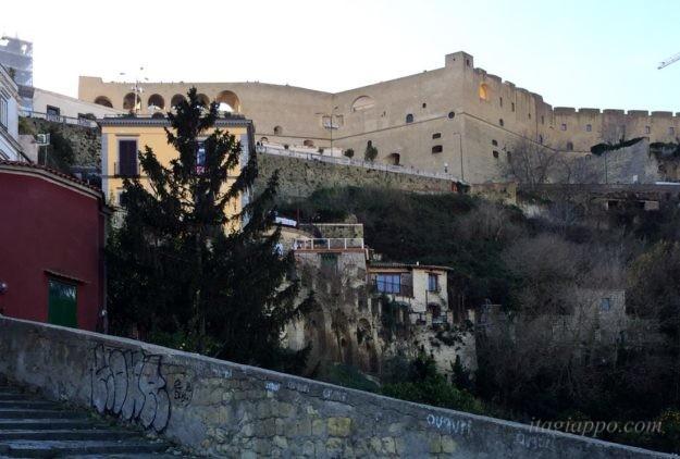 ナポリの絶景スポット、サンテルモ城