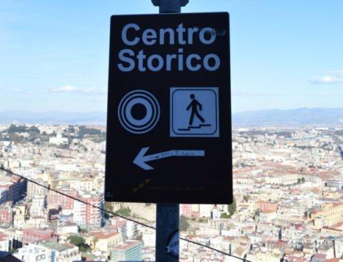 サンテルモ城から徒歩で旧市街へ