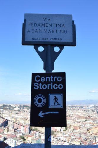 サンテルモ城からナポリ市街へ