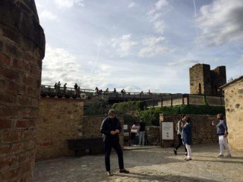 モンテリッジョーニ 城壁