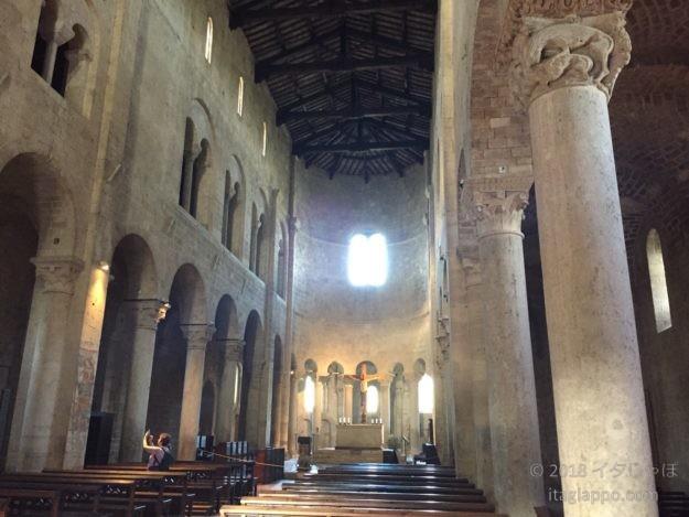 サンタンティモ修道院内部