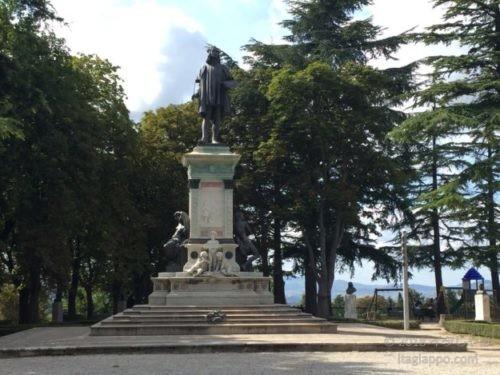 ラファエロ像