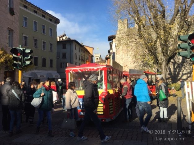 クリスマスマーケットのトレニーノ