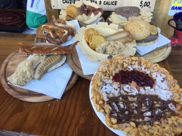 クリスマスマーケットで食べたい南チロル地方の名物料理