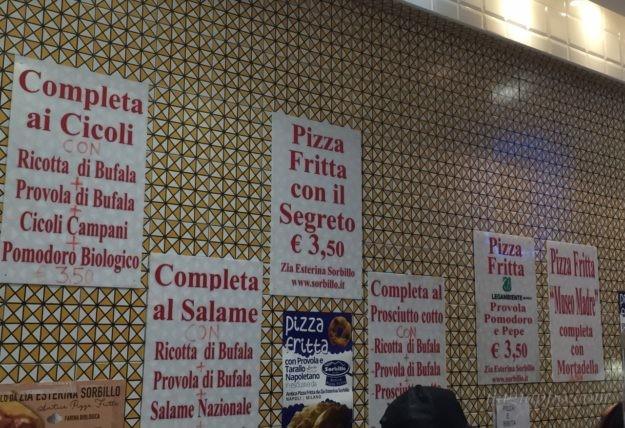 揚げピザのメニュー
