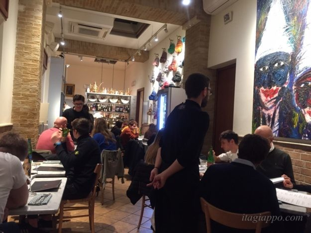 ナポリのピッツェリア「コンチェッティーナ・アイ・トレ・サンティ」