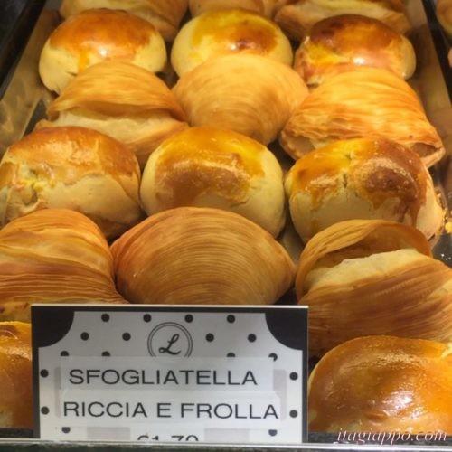 ナポリのお菓子「スフォリアテッラ」