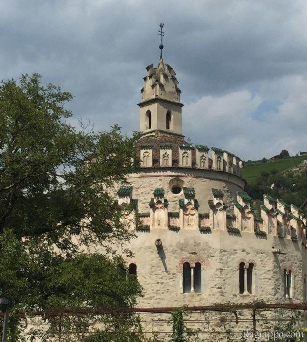 ノヴァチェッラ修道院にあるお城